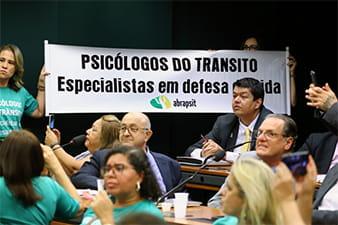 especialistas-defendem-exame-toxicologico-para-motoristas-profissionais-min